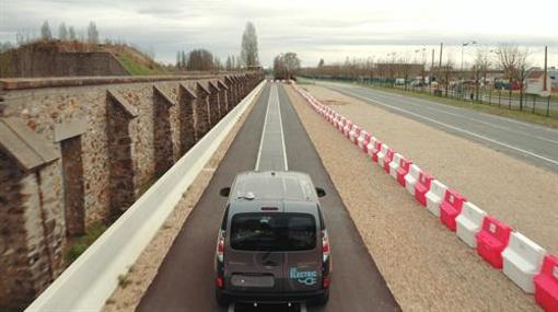 Renault prueba un sistema para cargar vehículos eléctricos en movimiento
