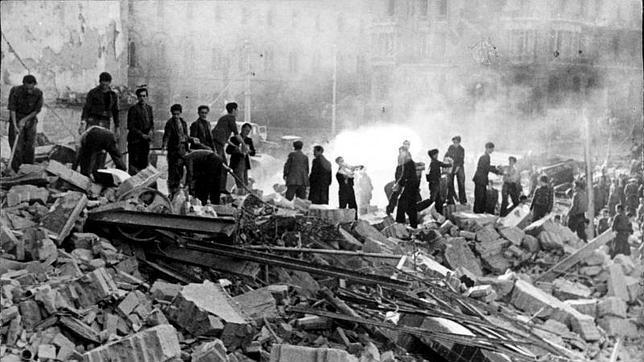 Consecuencias de un bombardeo de la aviación italo-alemana, que ocasionó más de mil víctimas civiles