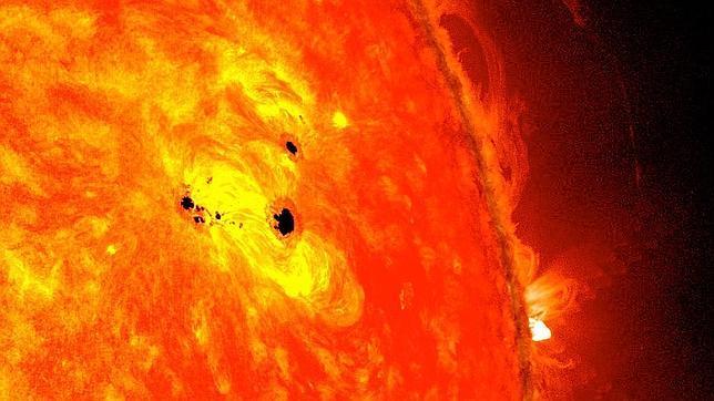 Aparece una mancha solar capaz de tragarse seis Tierras