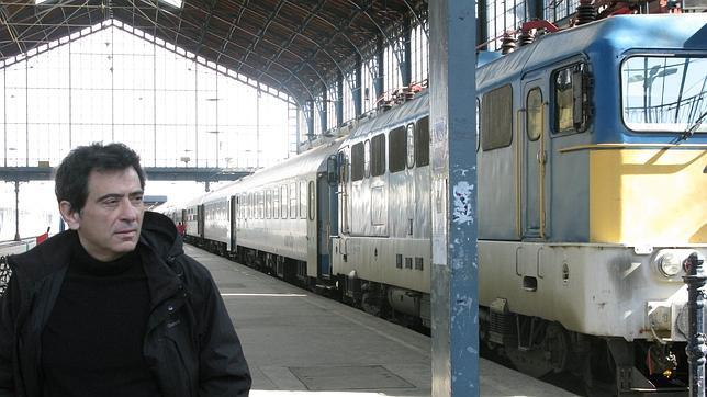 El escritor Arcadi Espada, en la estación de Budapest