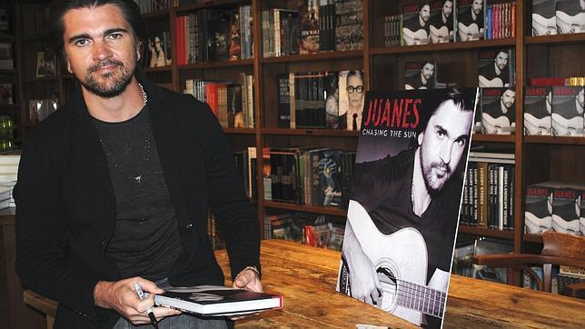Juanes presenta su lado más íntimo en su autobiografía «Persiguiendo el sol»