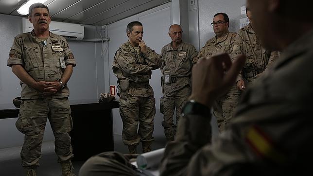 La advertencia a los recién llegados a Afganistán: «Ahí fuera hay tiros todos los días»