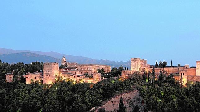 La Alhambra: esplendor árabe en el corazón de Granada