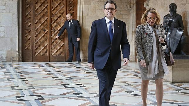 Artur Mas compara la consulta con «una rosa con espinas que hay que esquivar»