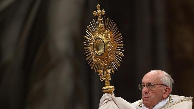 El Papa presidió la primera adoración eucarística mundial en la historia