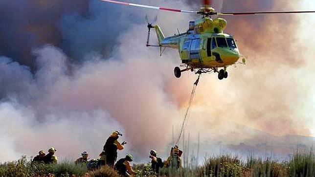 Así actúa un piloto y su hidroavión ante un incendio