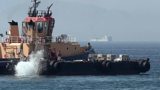 Los ecologistas creen que el objetivo del lanzamiento de hormigón en Gibraltar «no es casual»