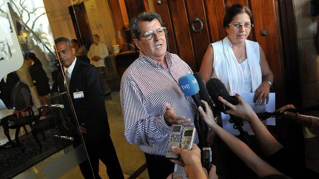 La familia de Payá denuncia a dos cargos del régimen por la muerte del disidente