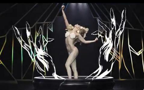 Los atrevidos looks de Lady Gaga en «Applause», su nuevo videoclip