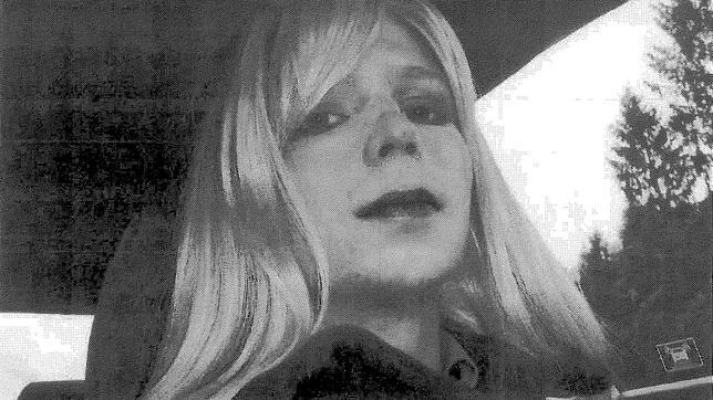 Bradley Manning, travestido en una imagen de 2010
