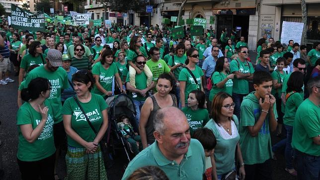 La marea verde invade Mallorca contra el trilingüismo en la mayor protesta de su historia
