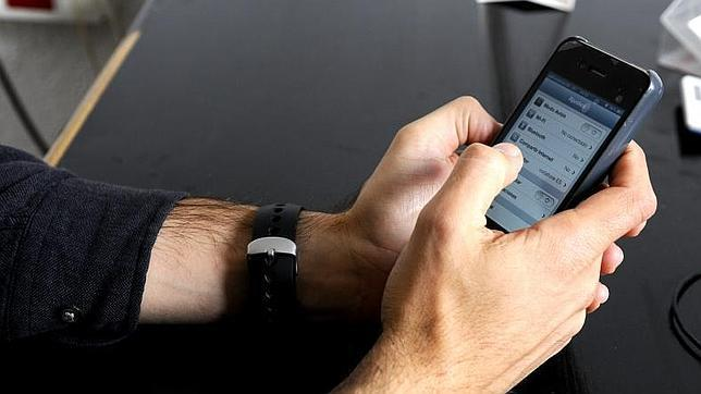 Más de la mitad de los usuarios de telefonía fija y móvil son «infieles» a su operador