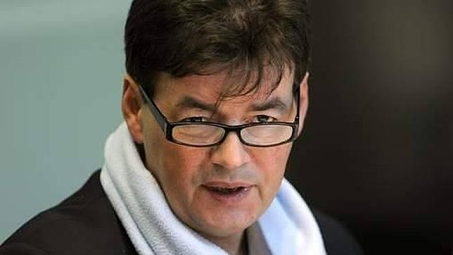 Mantienen en prisión a un diputado belga, sospechoso del asesinato de su mujer