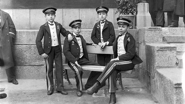 Los niños de San Ildefonso que cantaron la Lotería de Navidad en 1906