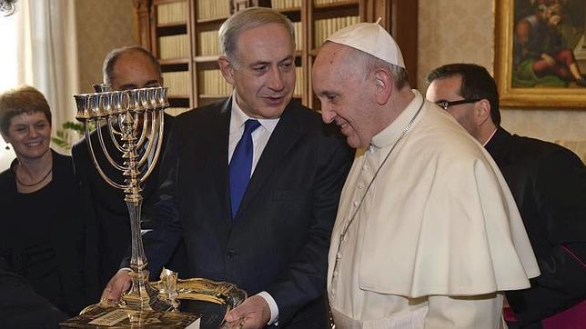 Netanyahu regala al Papa Francisco un libro de su padre sobre la Inquisición española