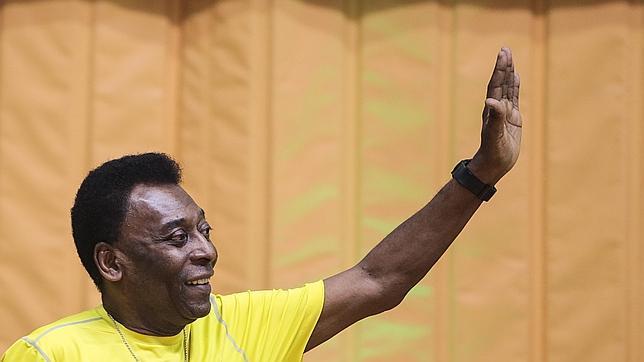 Pelé huye del sorteo que definirá los grupos del Mundial por su «mala pata»