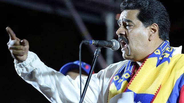 Venezuela estudia aumentar el precio del combustible