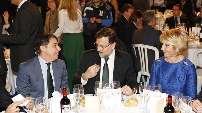 En la cena de Navidad del PP de Madrid todos dicen «I love you»