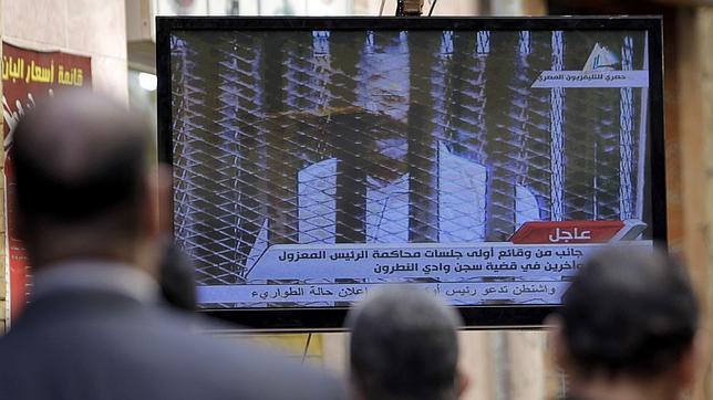 Egipto juzga a Mursi por escapar de prisión en 2011