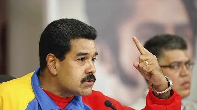 Maduro expulsa a tres funcionarios de la embajada de EE.UU. por «conspirar» contra Venezuela