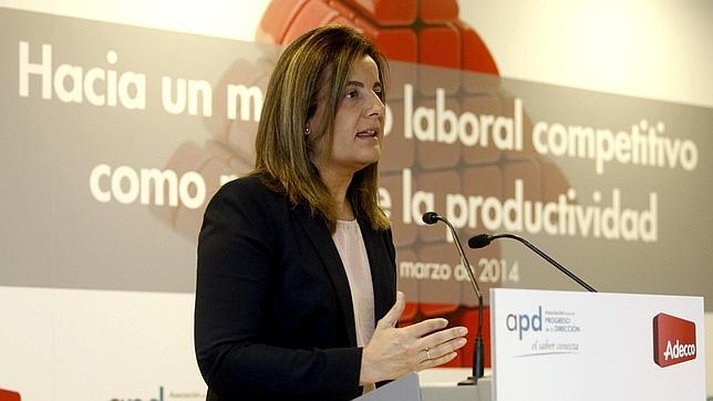 Báñez insta a patronal y sindicatos a firmar un nuevo acuerdo de moderación salarial