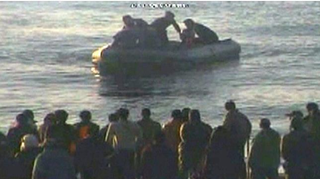 «Hay agentes que se tiraron al mar para sacar a inmigrantes»