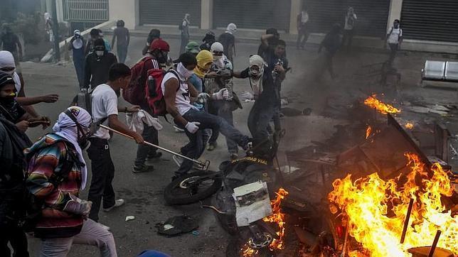 Las últimas protestas contra Maduro se cobran tres vidas en Venezuela