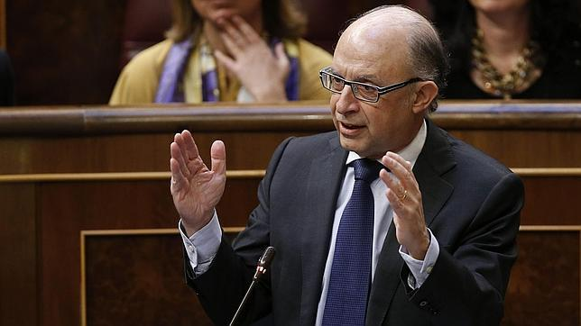 Montoro insiste en que el Gobierno legislará con independencia sobre la reforma fiscal