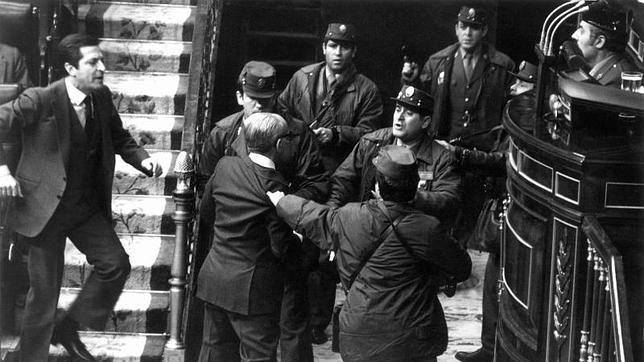 23-F: Adolfo Suárez, a pecho descubierto contra Tejero