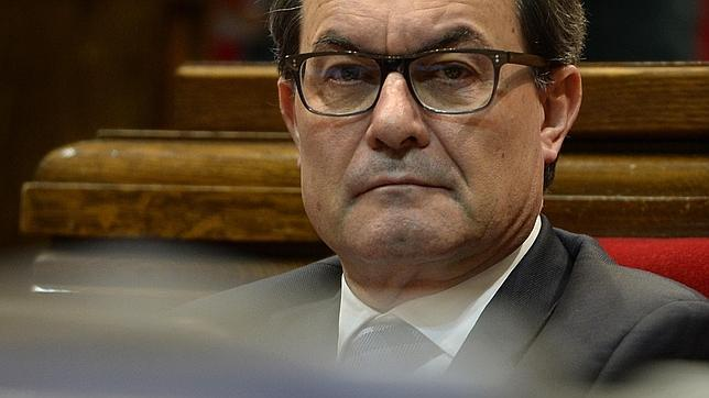 Cataluña cerró 2013 con un déficit del 1,97%, cuatro décimas más de lo pactado