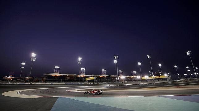 Alonso toma posiciones en Bahréin