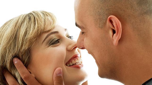 El amor que surge a través de internet, ¿igual de estable y satisfactorio?