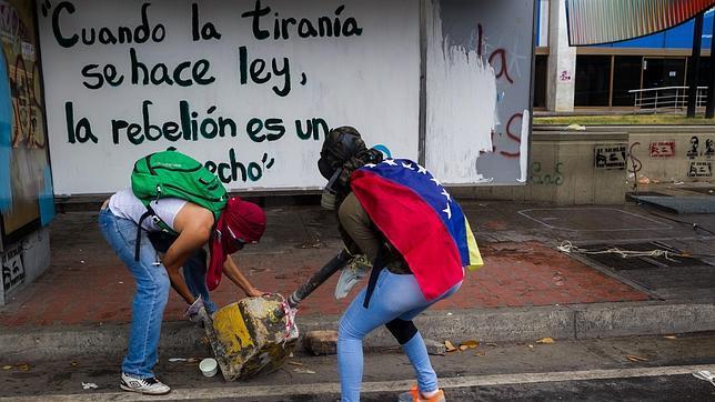 Venezuela libera a cientos de jóvenes detenidos en las acampadas de Caracas