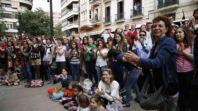Actuación promocional de «Los Miserables» en plena calle de Alicante