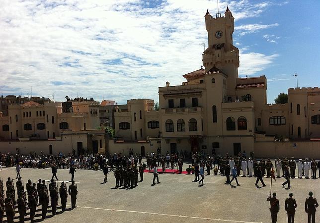 El cuartel barcelonés de El Bruch acoge una masiva jura civil de la bandera española