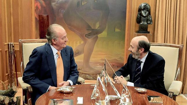 El Rey se apoyó en el pacto PP-PSOE y en la lealtad de Rubalcaba para su abdicación