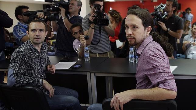 Pablo Iglesias, líder de Podemos, y Luis Alegre, su portavoz