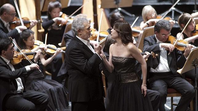 Ana María Martínez y Plácido Domingo, durante el concierto en el Teatro Real