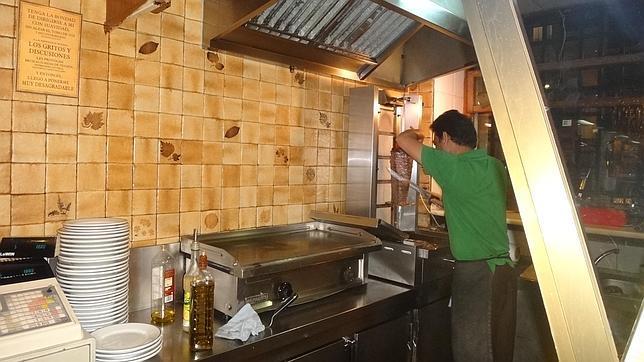 Uno de los restaurantes más antiguos donde se sirven kebabs en Madrid es el Ebla