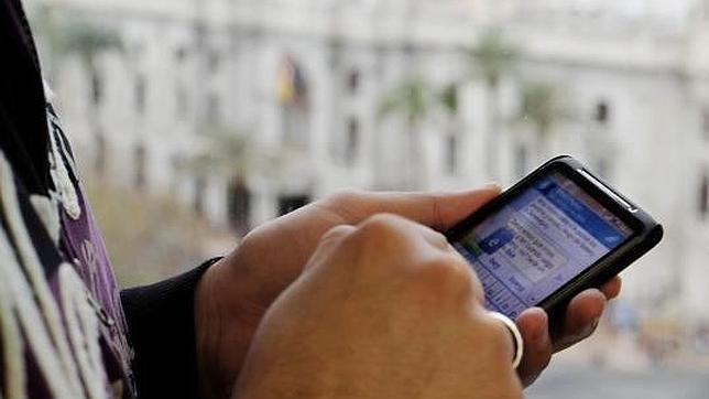 Solo dos compañías de telefonía móvil ofertan descuentos especiales con el nuevo «roaming»