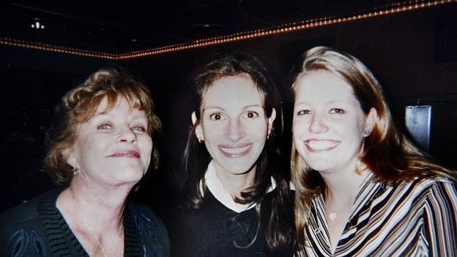 Betty Lou Bremedus junto a sus hijas Julia y Nancy.