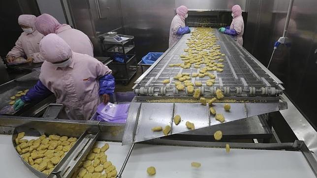 Cerrado un proveedor de McDonalds, KFC y Pizza Hut en China por vender carne podrida
