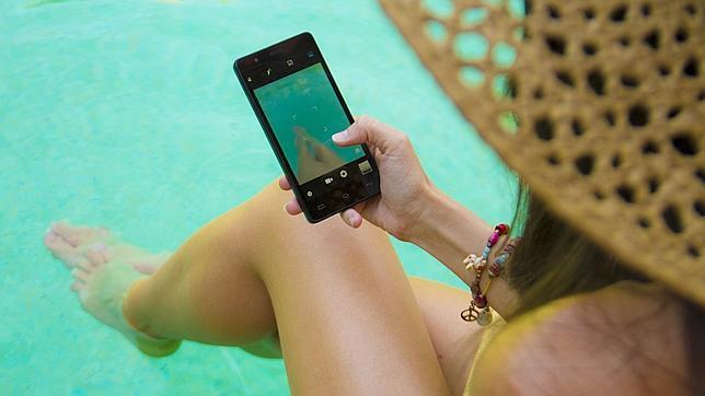 ¿Adicto al móvil? Solo uno de cada diez personas desconecta en vacaciones