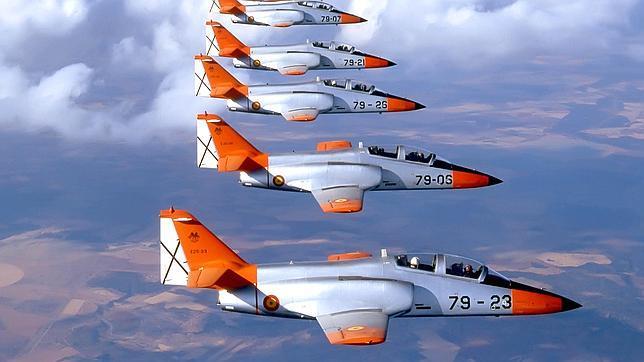 Patrulla Águila durante unos ejercicios aéreos