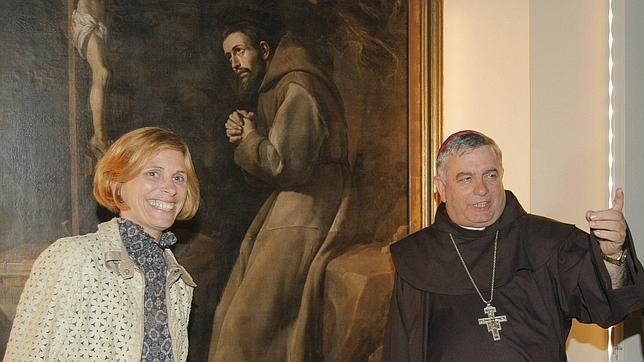 Nava Castro y monseñor Carballo en la inauguración de una exposición sobre San Francisco
