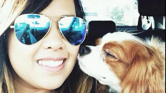 Nina Pham, el primer caso de contagio del virus en EE.UU., y su perro