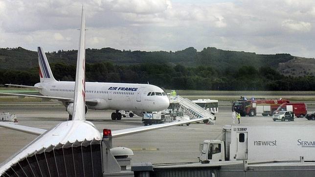 El avión de Air France, inmovilizado en el aeropuerto de Barajas