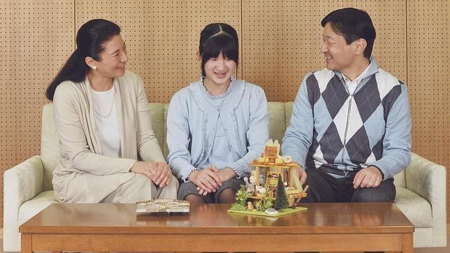 La Princesa Masako con el Príncipe heredero, Naruhito, y su hija