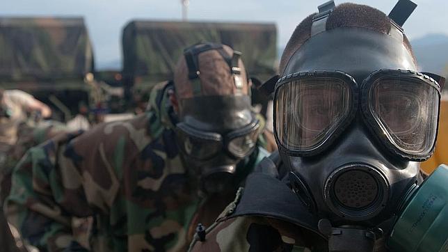 Soldados de una unidad NRBQ para riesgos nucleares, radiológicos, biológicos y químicos