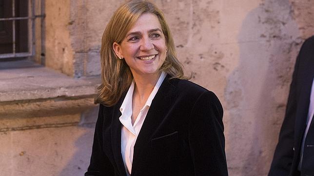 Doña Cristina, a la salida del Juzgado de Palma de Mallorca, tras sus declaración ante el juez